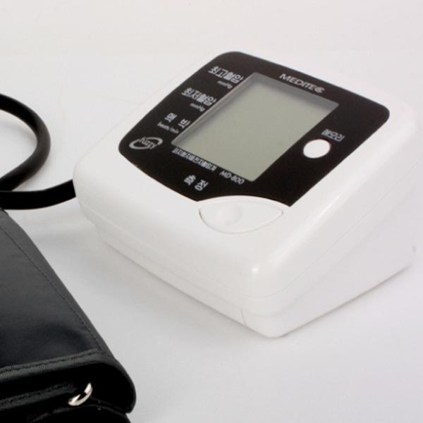 [메디텍] 국내제조 MD-800 팔뚝형전자혈압계 (전용어댑터포함) / 전자혈압측정기 혈압측정기 혈압측정계 가정용혈압계 상박혈압계 가정용혈압계 개인혈압계 병원혈압계